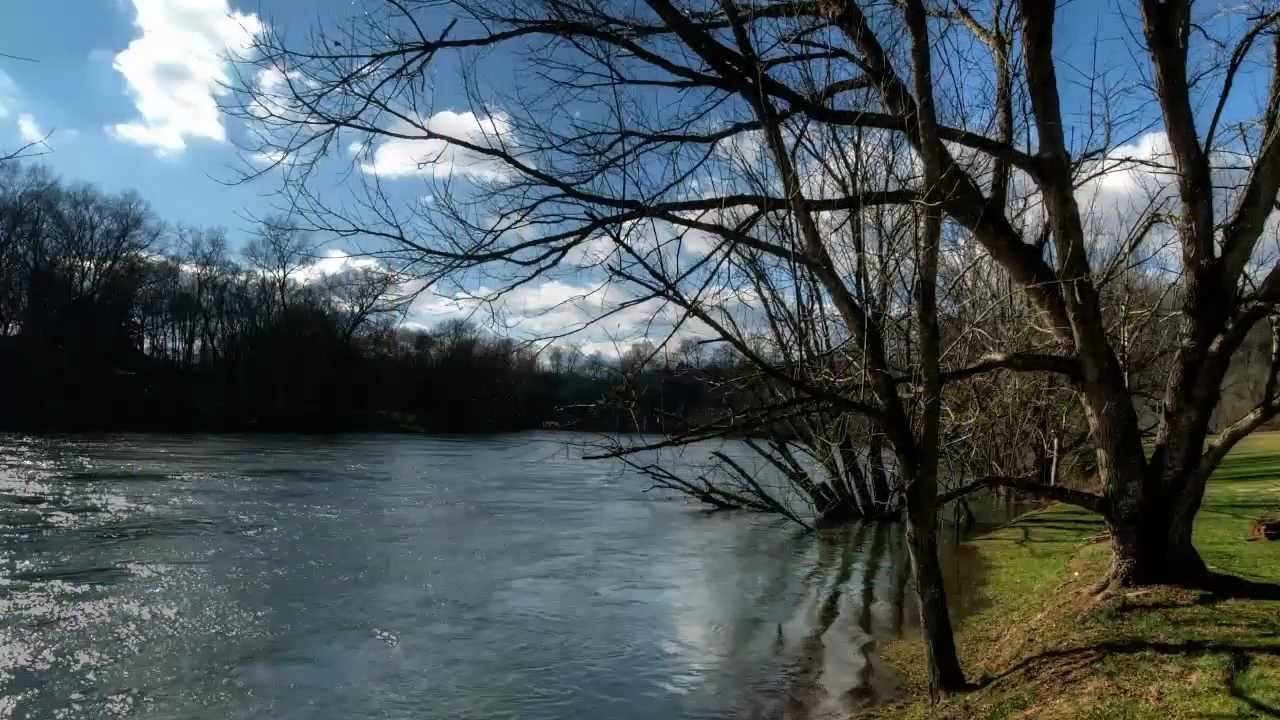 Holston River Home - Riverfront in Tennessee $ 253,000