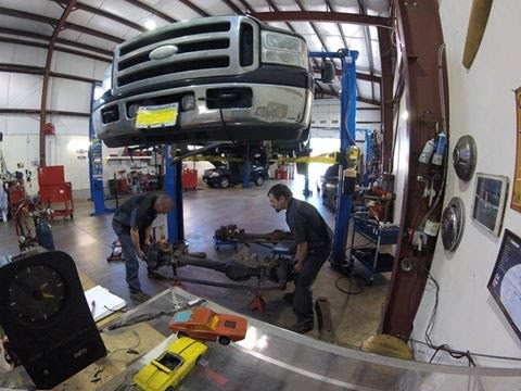 One Ton Truck >> Super Duty Front Axle Swap. The TimeLapse Tech. - YouTube