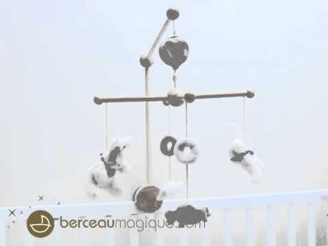 Mobile musical en bois Lapin Bonbon taupe - Doudou & Compagnie - Berceaumagique.com