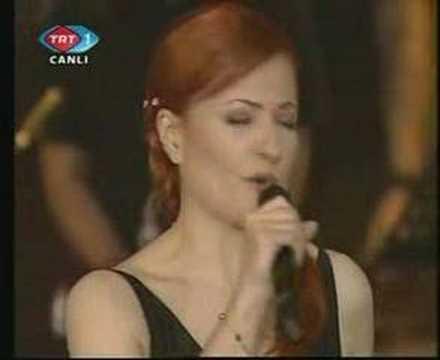 Sertab Erener & Candan Erçetin - Yalnızlık Senfonisi (Live)