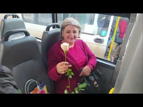 Մարտի 8. ծաղիկներ ու բացիկներ՝ կանանց և աղջիկներին