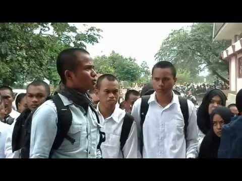 Aksi Mahasiswa Baru Teknik Untad Angkatan 2015 Menolak Tindakan Kekerasan Oknum Senior Kepada Maba