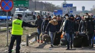 Украине грозит ВЗРЫВ коронавируса: Никто не проверяет многотысячную толпу украинцев идущих из Польши