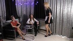 TV Zofe bedient Barbara von Stahl und Delia Noire