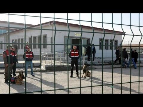 تركيا: حملة اعتقالات واسعة لأشخاص يشتبه بعلاقتهم بالداعية غولن  - 15:21-2017 / 4 / 26