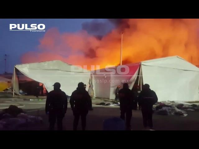 Mega incendio consume puestos de la Expo Moroleón