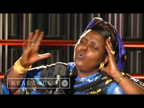 Maryam Mursal - Somali Udiida Ceb (Somalia, Don't Shame Yourself)
