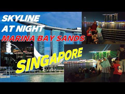 MARINA BAY SANDS WATERFRONT PROMENADE SINGAPORE SKYLINE AT NIGHT