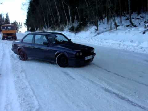 BMW E30 Fun Snow