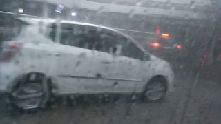 Hujan Es dan Badai Di Bandung 2017 (Suara es kena atap mobil bikin ngeri)