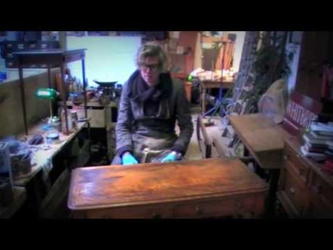 how-to-french-polish-a-table---part-1(stripping-and-staining)