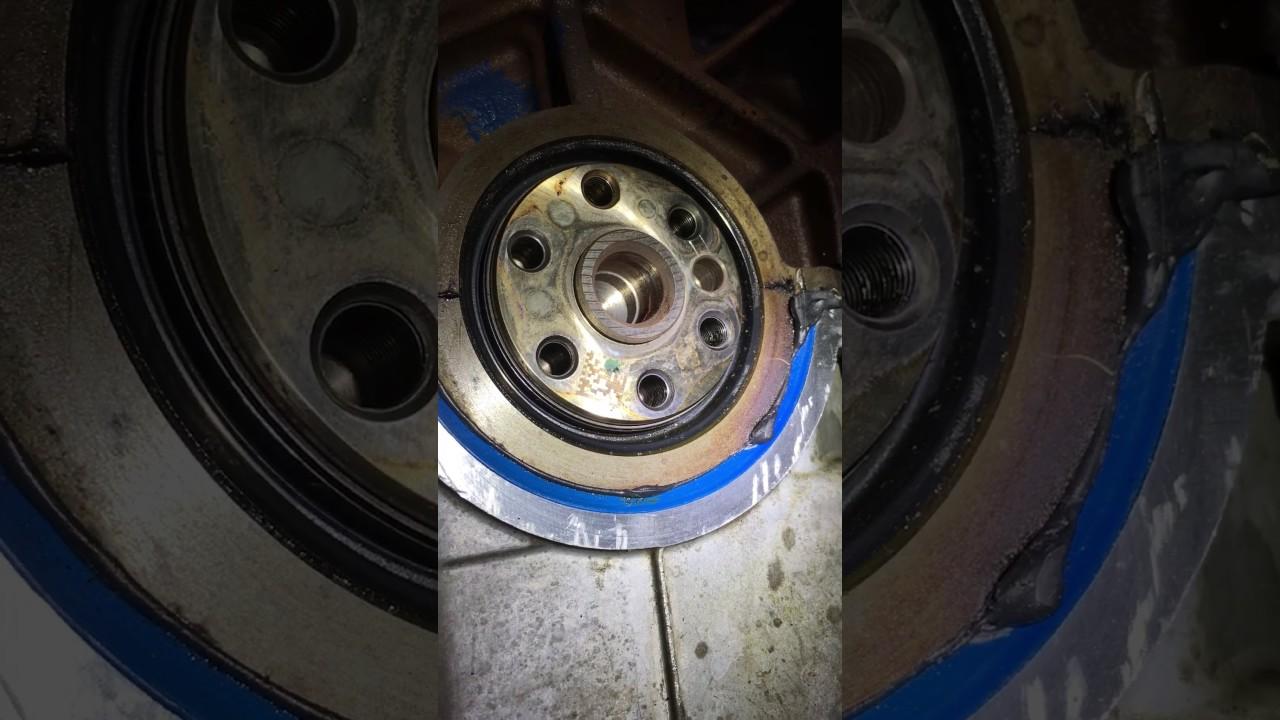Rear main seal oil leak diagnosis using a smoke machine ...