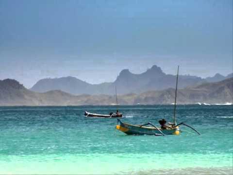 Open Trip To Lombok Beach Bersama Giant Rafindo Surabaya Rent Car&Tour