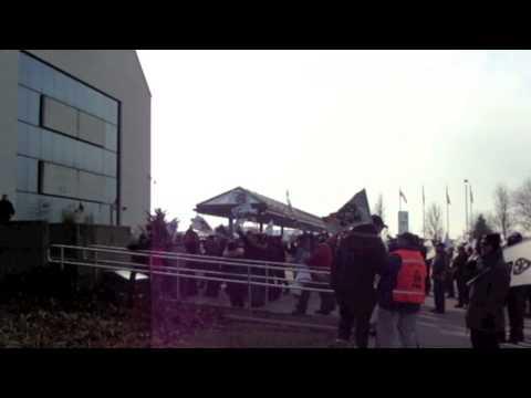 Les syndiqués de Bombardier en grève -- Manifestation à Saint-Bruno-de-Montarville