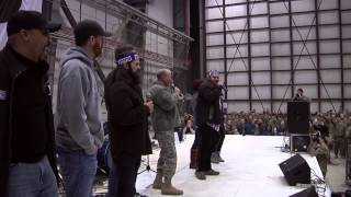 general dempsey joins duck dynasty stars on stage during uso tour