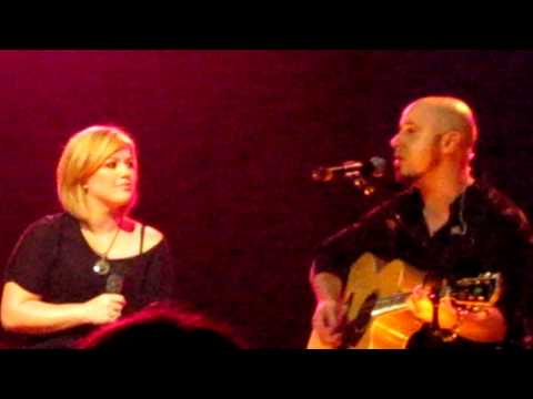 "chris daughtry and kelly clarkson perform ""fast car"""