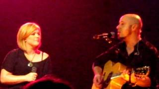 chris daughtry and kelly clarkson perform \