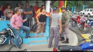 Turba furiosa trata de linchar a supuestos secuestradores de un niña en Jarabacoa