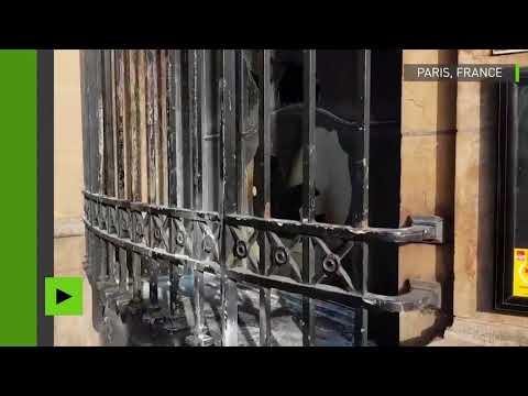 la-banque-de-france-incendiée-par-l'artiste-russe-piotr-pavlenski