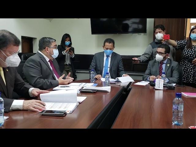 Ministro de Energía y Minas explica a diputados las causas del alza del precio del GLP