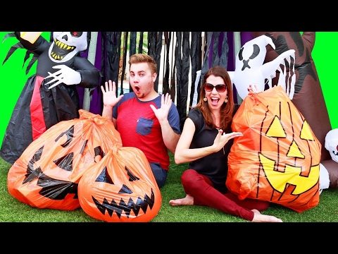 HALLOWEEN Giant Pumpkins Surprise Toys + Hatchimals and Spooky Haunted House Outdoor Playground