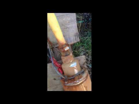 Как достать оборвавшийся насос из скважины видео