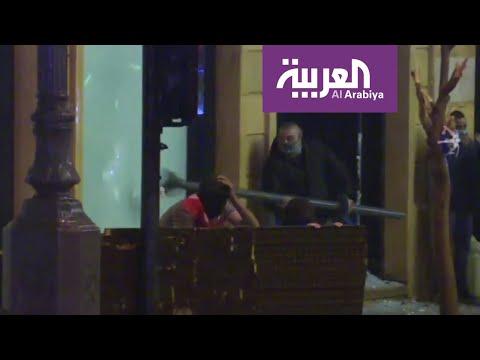 صور تحطيم واجهات محال وسط العاصمة اللبنانية بيروت  - نشر قبل 2 ساعة