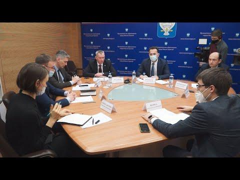 Глава города Андрей Воронов обсудил с зоозащитниками проблемы бездомных животных