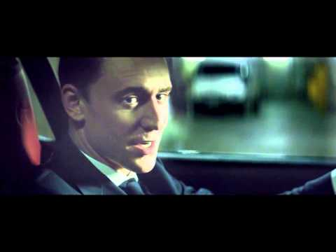 British Villains -Tom Hiddleston en Jaguar F-Type Coupé