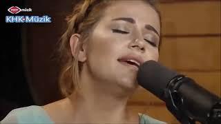 Merve Özbey  Vİcdanın Affetsin  Bi Kırık Kalp Ah Etti  Akustik  Canlı Performans