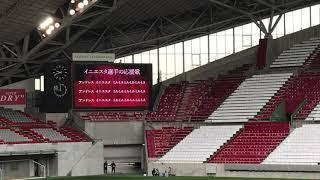 イニエスタ登場前にチャント練習.
