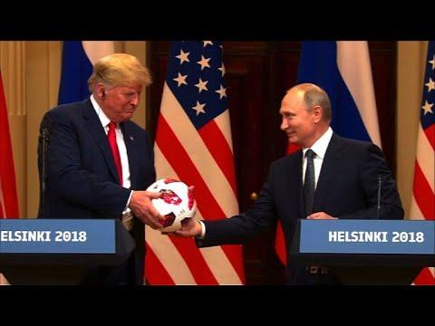 Quand Vladimir Poutine offre un ballon de foot à Donald Trump