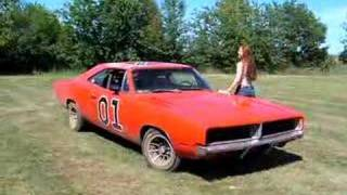 Daisy Duke washes the General Lee