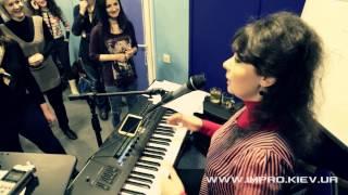 Фрагмент группового урока вокала в школе вокала improvination. Ирина Цуканова