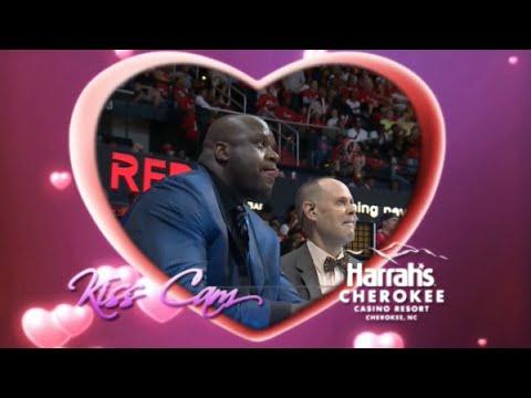 (Funny) Shaq kisses Ernie Johnson - Kiss Cam during Cavs-Hawks game (ECF 2015)