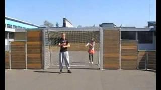 Er steht im Tor, Kruså skole