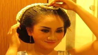 Video [TUTORIAL] Tips Cara SANGGUL JAWA Tanpa Sasak Rambut - Javanese Hair Style [HD] download MP3, 3GP, MP4, WEBM, AVI, FLV September 2018