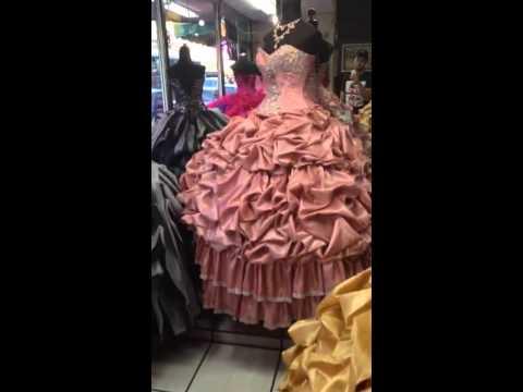 a581dcd11 Vestido-de-xv-color-ivory-con-dorado 4 vestidos de xv hermosillo  venta hermoso vestido de xv anos morado uva seminuevo de disenadora- ...
