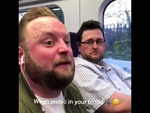 Music écouteurs VS dans la vrai vie