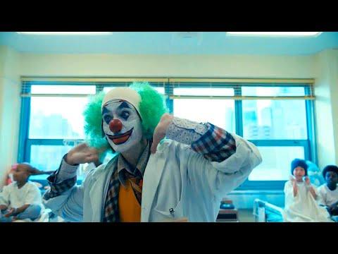 Артур случайно роняет пистолет в детской больнице. Джокер 2019