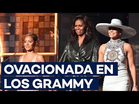 """Michelle Obama, ovacionada en los Grammy: """"La música nos ayuda a compartir"""