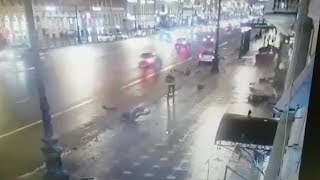 Смотреть видео Трагедия на Невском. Что известно о состоянии пострадавших в ДТП онлайн