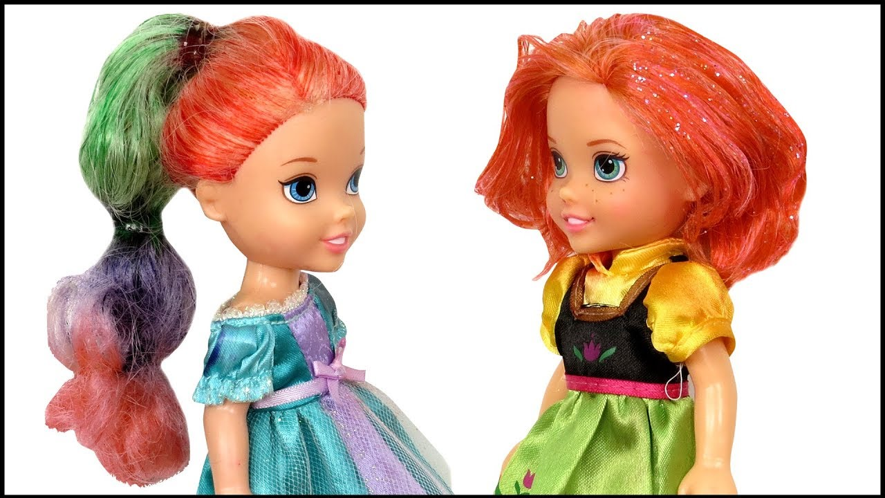 HAIRCUT ! Elsa and Anna toddlers DYE their hair at Salon - Barbie is the hairstylist 5