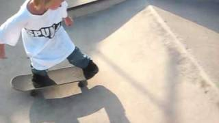 Awesome 5 year old skateboarder