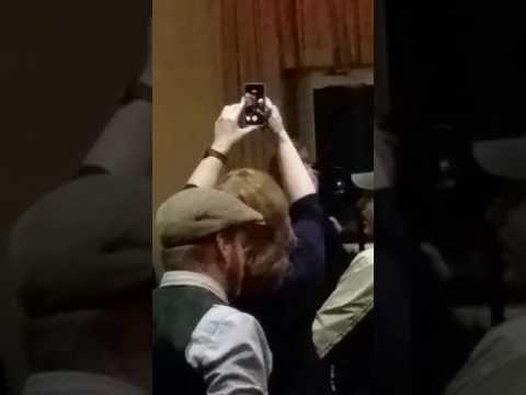 Tom Payne (Jesus from The Walking Dead) sings karaoke!