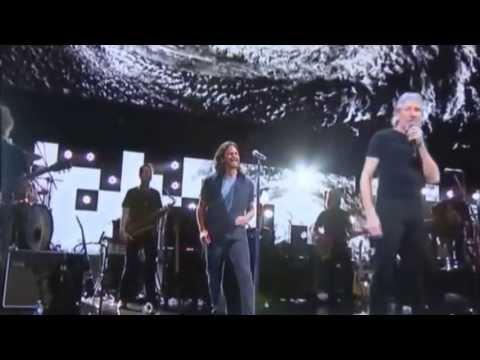 Roger Waters & Eddie Vedder - Comfortably Numb