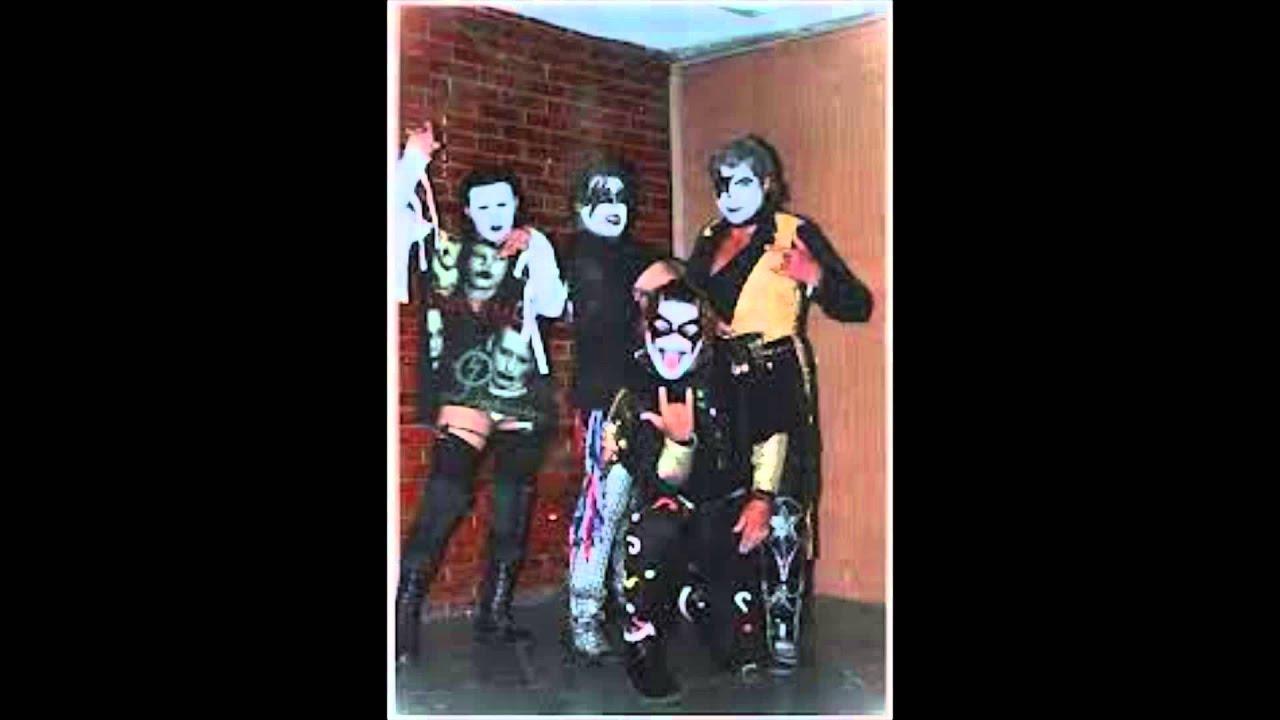 AAA theme song Vatos Locos - YouTube
