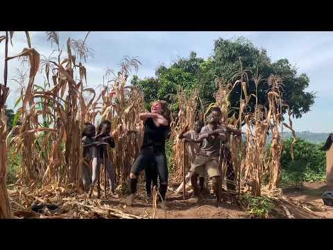 Uganda @karinapalma @3wash_hip_hop @masakakidsafricana