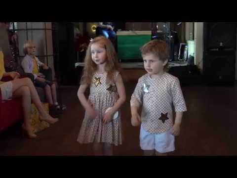 Коллектив    «Искорка»  - танец  «Мы маленькие звезды»