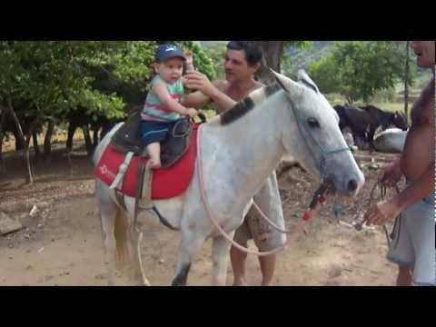 Bebê ( Gabriel)  andando a cavalo...